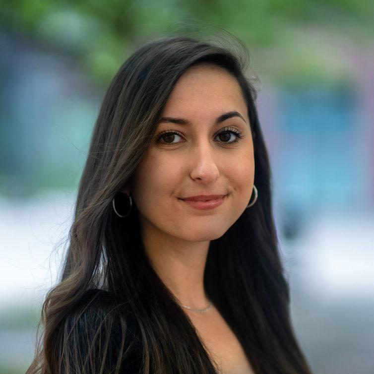 Izabella Alibajro